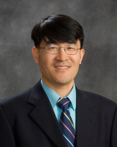 Jong Kim, Au.D. is a valued member of the audiology team.